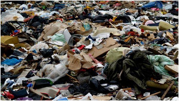 бытовой мусор на свалке