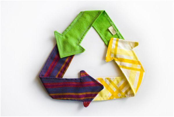 знак переработки из ткани