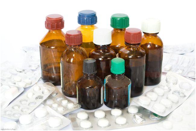 лекарства в баночках и таблетки
